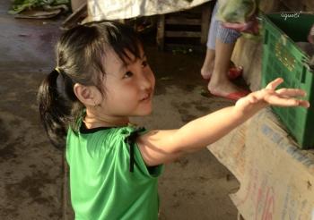 Nena al mercat de HOIAN