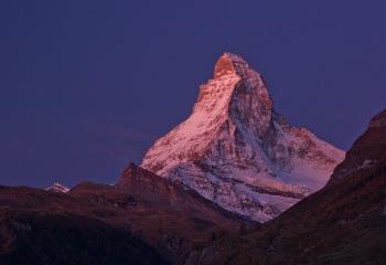 Resplandor alpino sobre el Cervino - Suiza