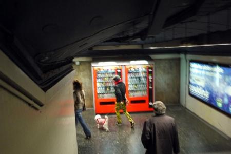 Bajando al metro.