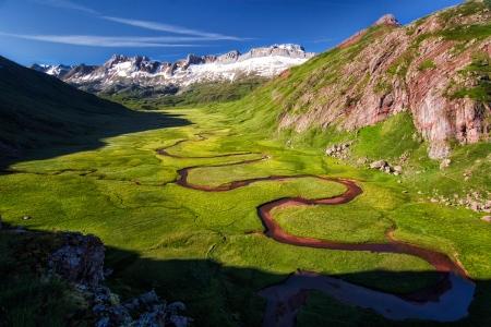 El valle verde y rojo