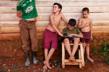 childhood in vinales, photography tour in cuba by louis alarcon