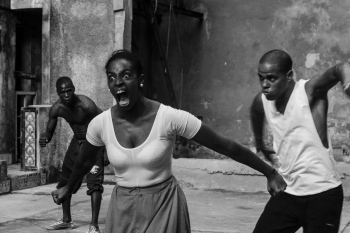 Screaming in black and white in my photography tours in Havana.