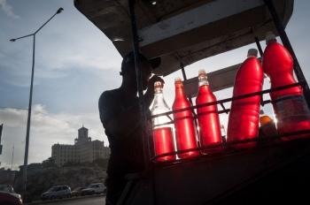 photo worshops of photography in fron of Nacional Hotel in Havana