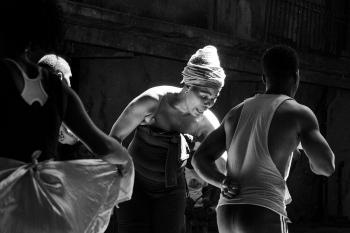 Teacher of cuban dancers in a private photo session in Cuba