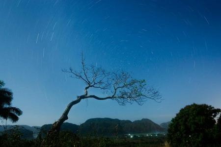 stars at night in Cuba, photo taken in Viñales by louis alarcon