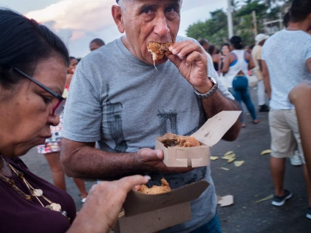 eating in carnivals of Havana, picture of 2018