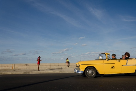 workshops of photography in cuba, multicolor pictures in malecon of havana