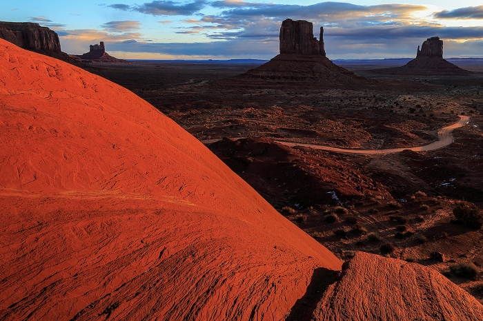 Fran Rubia · THE MONUMENT VALLEY-USA