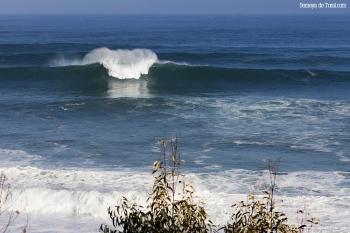 """No olvidemos, en este reportaje, siempre olas de muchos metros, aquí un """"picotazo"""" (Asturies)."""