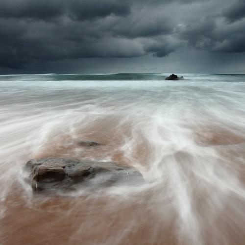 frente a la marea