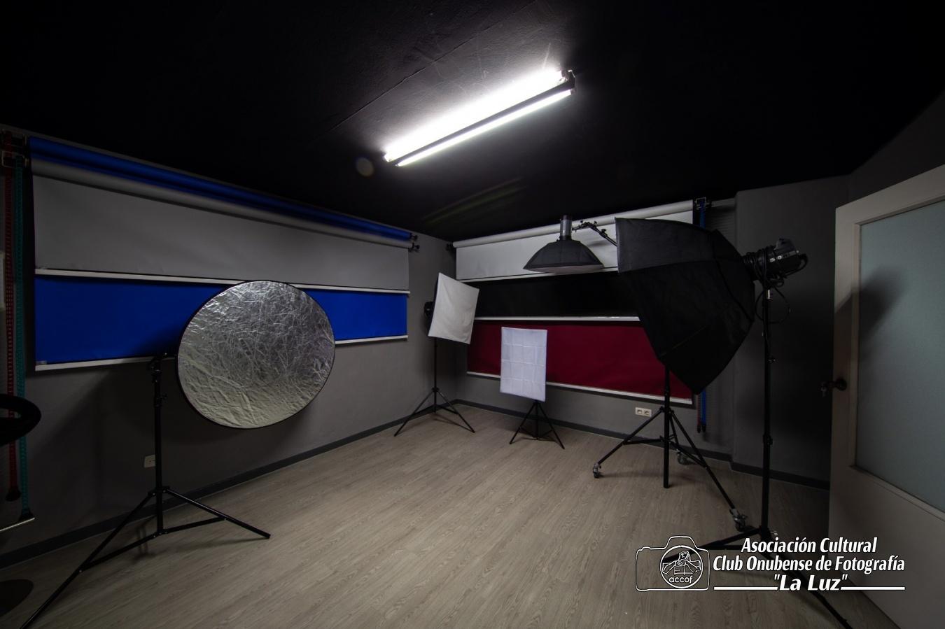 Estudio Fotográfico - ACCOF la Luz, Asociación Cultural Club Onubense de Fotografía la Luz
