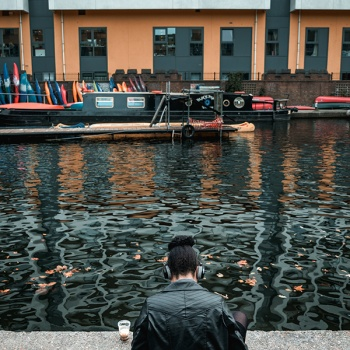 Girl in Matrix canal