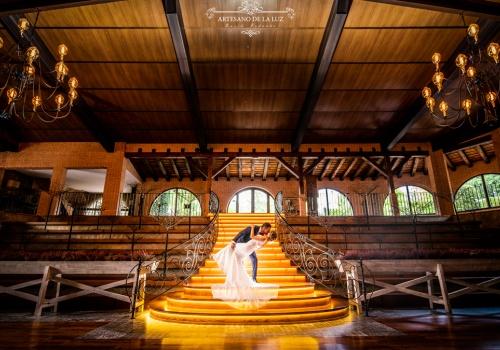 Artesano de La Luz - Boda en las escaleras de Hacienda Jacaranda