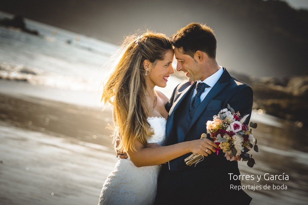 reportaje postboda en la playa - Fotografías - Libros y reportajes de boda diferentes.