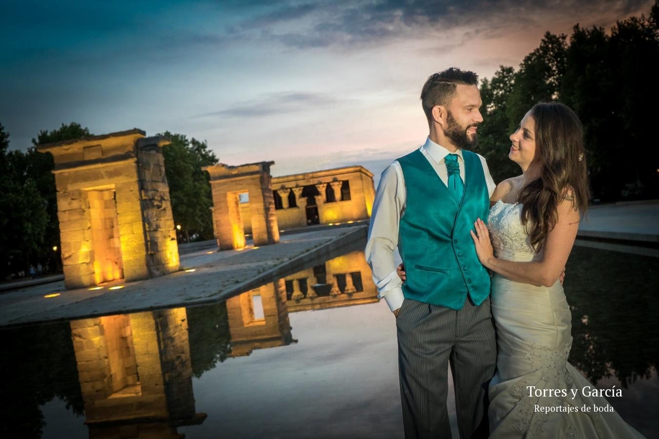 en el templo de Debot - Fotografías - Libros y reportajes de boda diferentes.