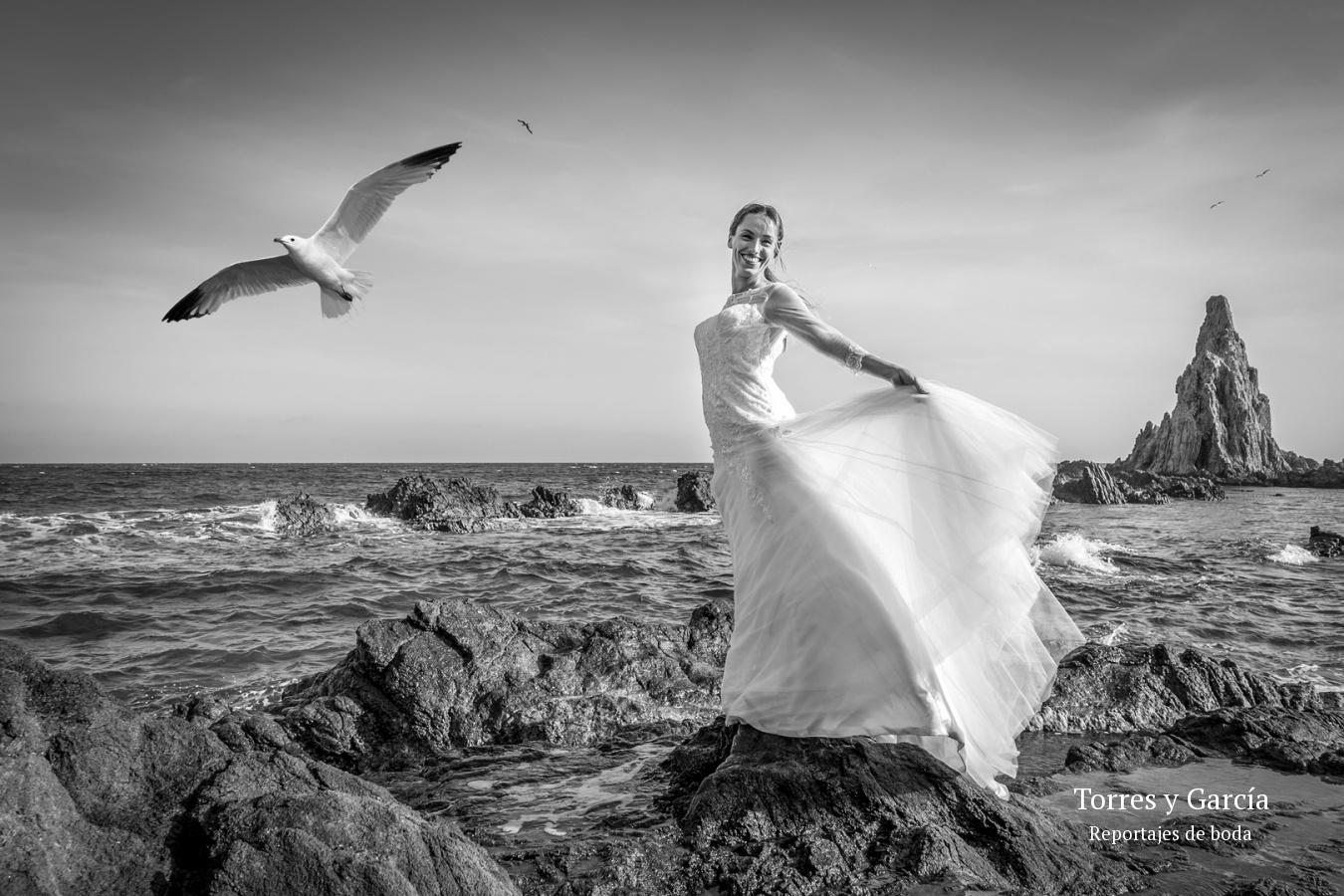 reportaje postboda en el cabo de Gata - Fotografías - Libros y reportajes de boda diferentes.