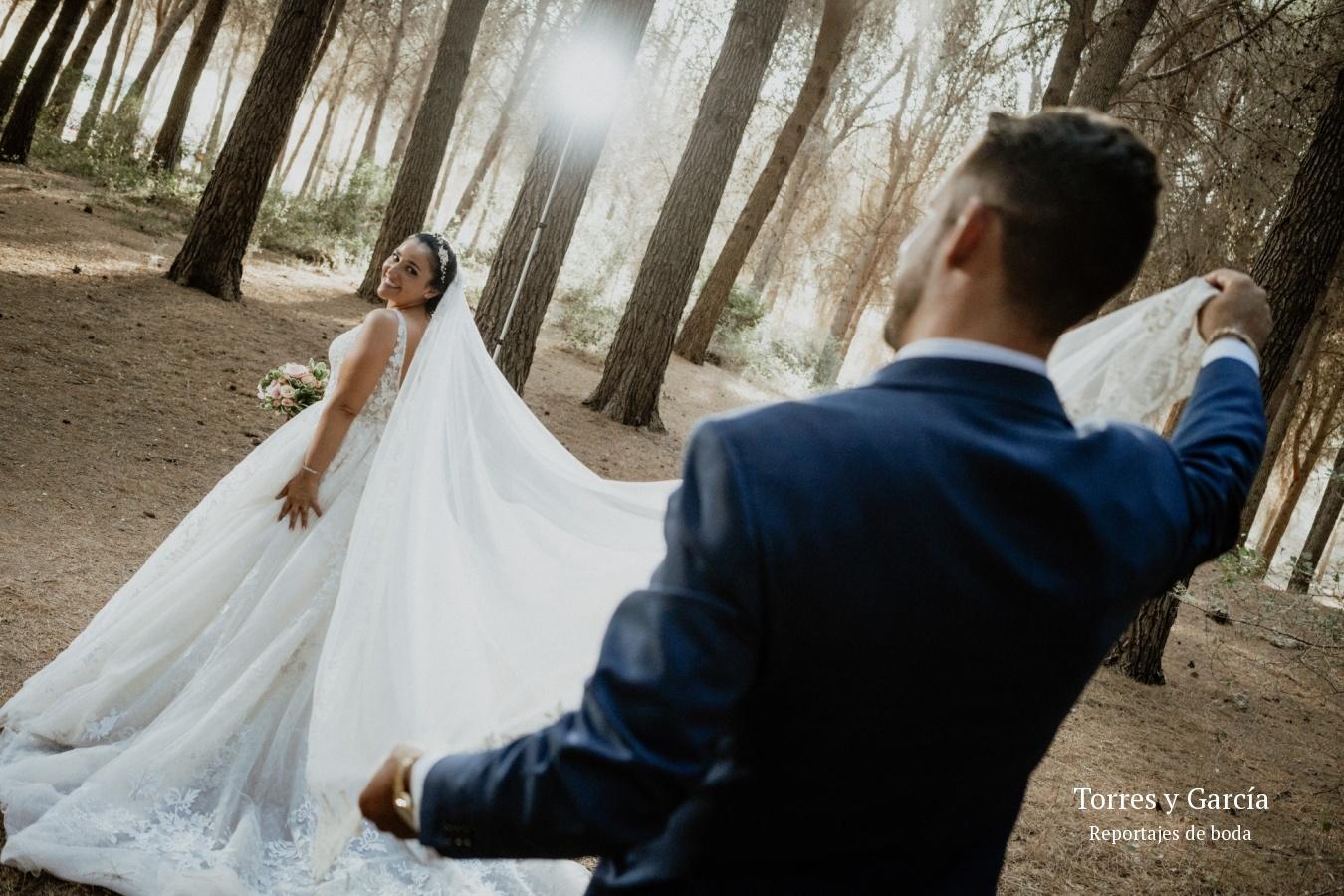 el velo de la novia - Fotografías - Libros y reportajes de boda diferentes.