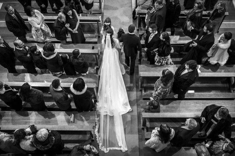 entrando la novia en la iglesia