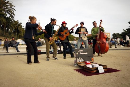 Músicos en el parque Güell.