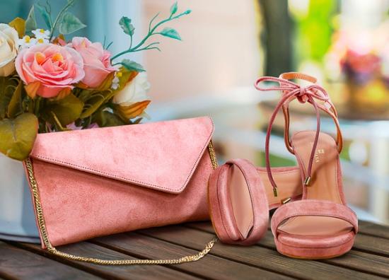 Sandalia tacón con bolso cartera