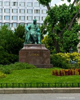 Estatua de Mór Jókai
