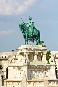 Estatua ecuestre de San Esteban