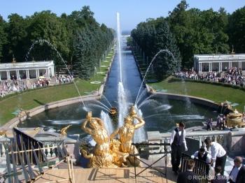 Palacio de verano de Pedro el Grande en San Petesburgo, Rusia
