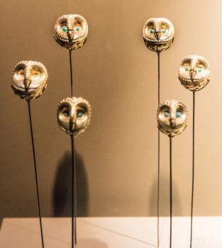 DSC_9555 Representacion de cabezas de buho en oro que formaban un collar